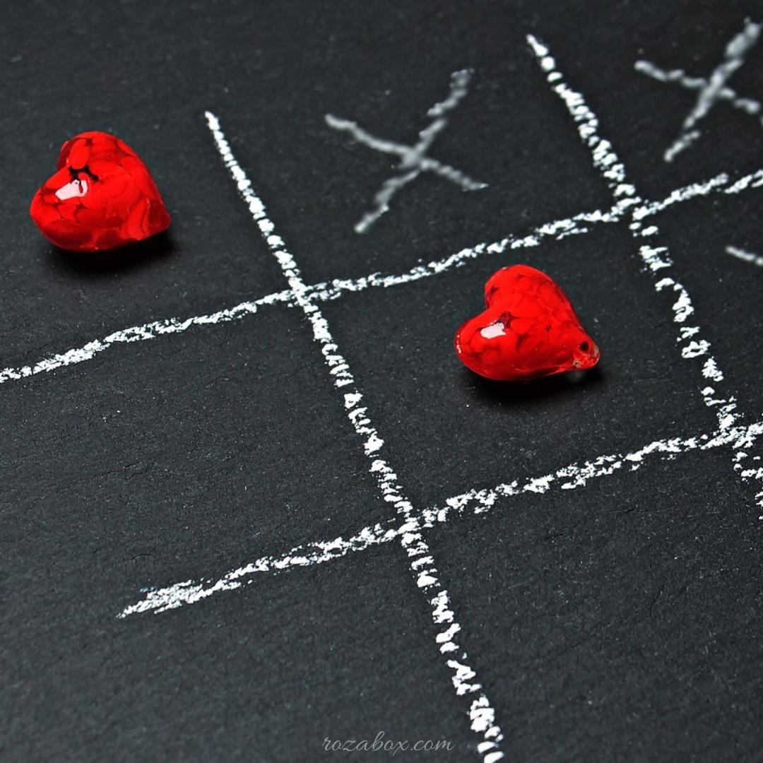 открытка с красными сердцами